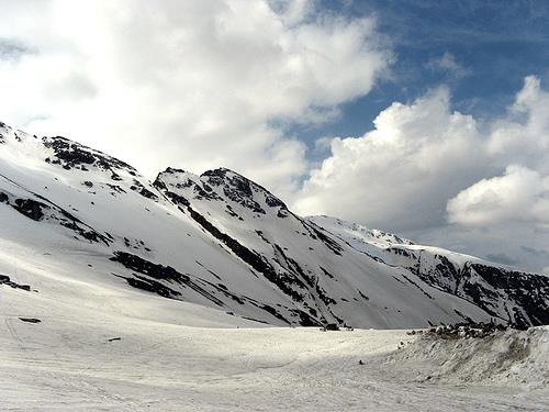 Full day tour of the snow point Rohtang Pass (3978 meters high)